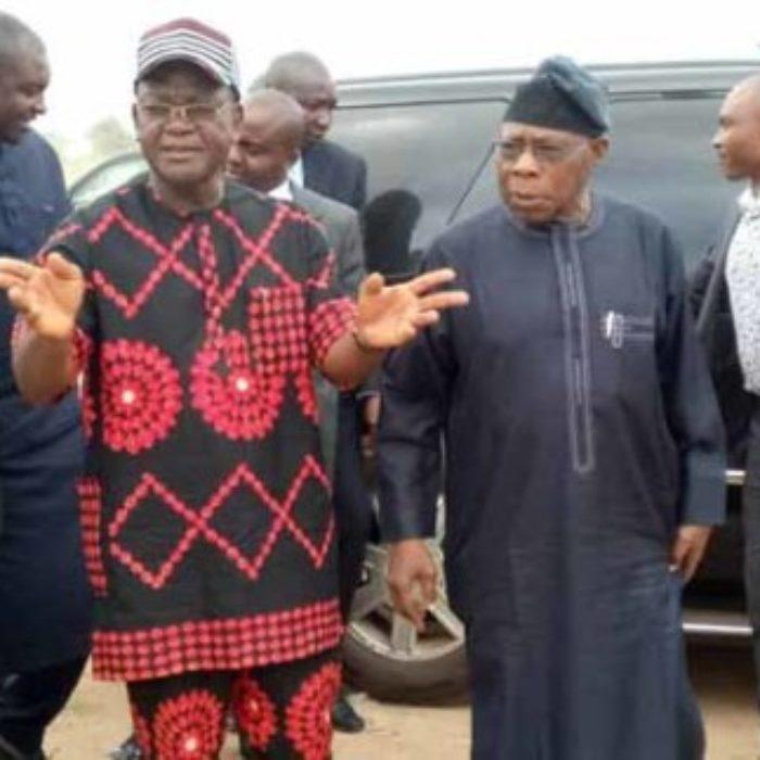Obasanjo-visits-benue-graveyard-600x323